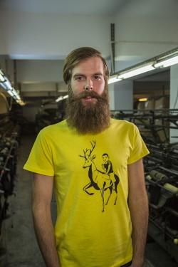 Sarı Geyik - Patronsuz Tişört (erkek)