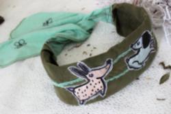 Köpek Desenli Yeşil Saç Bandı